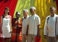 Сельчан поздравляют Сархан и В. Алмантай