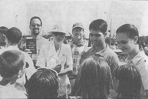 Американские миссионеры в Чебоксарах. Снимок 1999 г.
