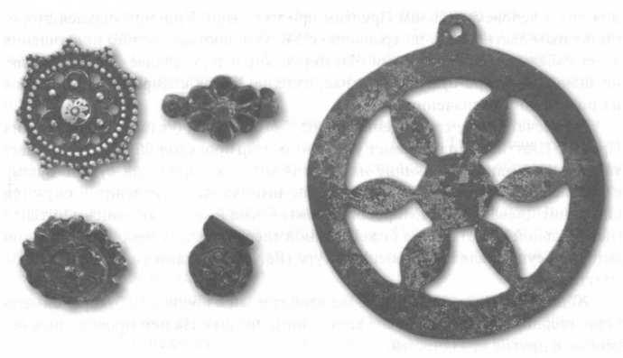 Символы солнца на суваро-булгарских изделиях. X—XIV вв.