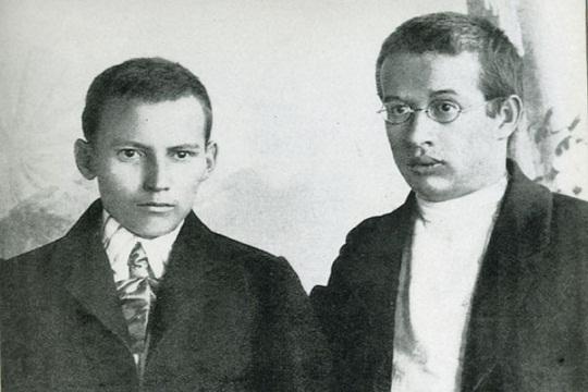 Г. Тукай в 1910 г. писал: «... газеты... начали выходить на татарском языке, книги и статьи — на татарском, и мы, татары, так и остались татарами».