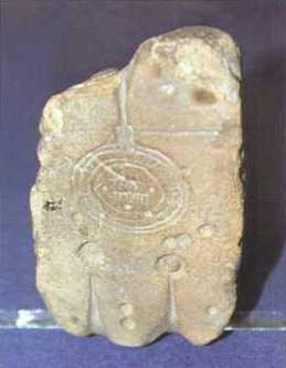 Литейная форма для изготовления монеты-подражания дирхему из Национального музея истории Украины.