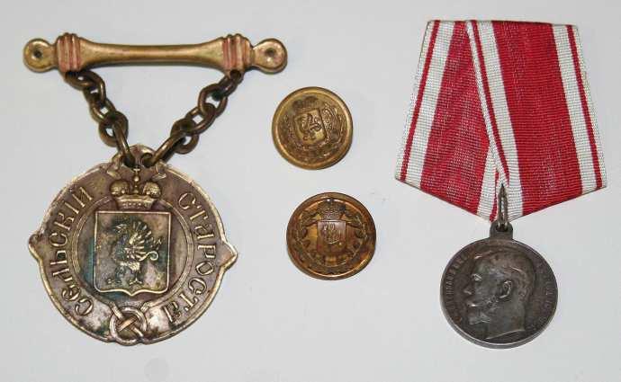 Рис. 25. Нагрудный знак сельского старосты. Царская медаль «За Усердие».