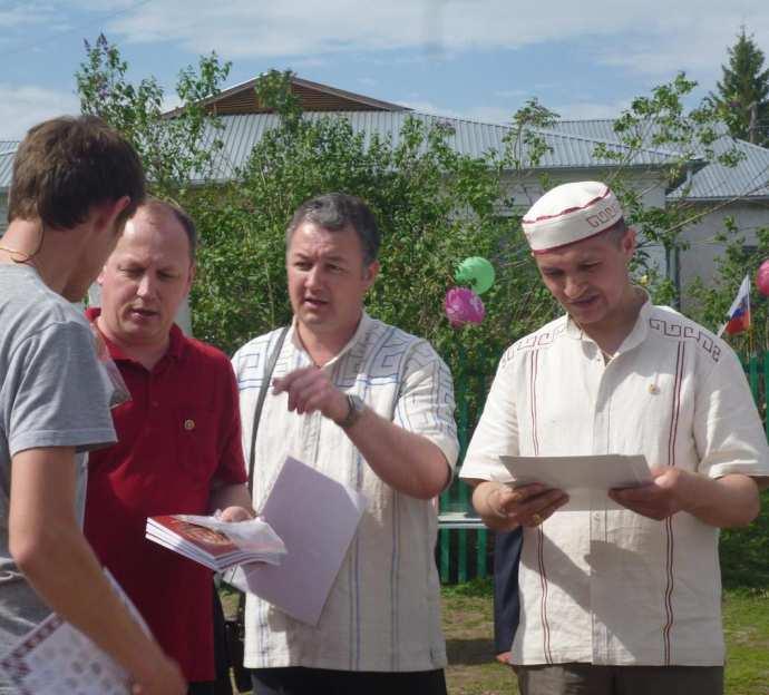Слева направо: ..., Сергей Семёнов, Валем Семёнов, Владимир Алмантай