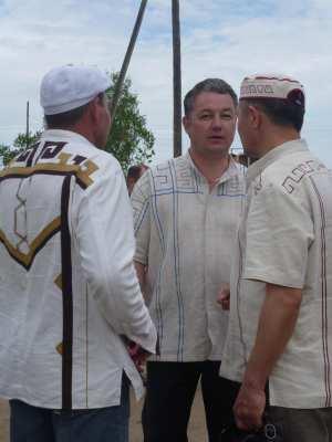Слева направо: ..., Валем Семёнов, Владимир Алмантай